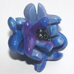 Pas-à-pas pour crééer un bouton en forme de bleuet, réalisé en pate Fimo