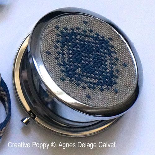 Miroir de poche et pochette pour t�l�phone, grille de broderie, cr�ation Agn�s Delage-Calvet