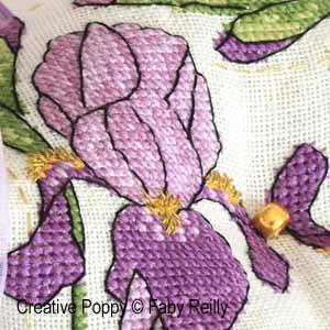 Biscornu iris violet (détail), broderie point de croix, création Faby Reilly