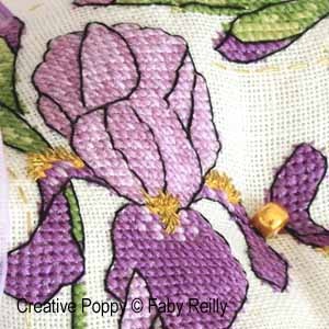 <b>Biscornu iris violet</b><br>grille point de croix<br>création <b>Faby Reilly</b>