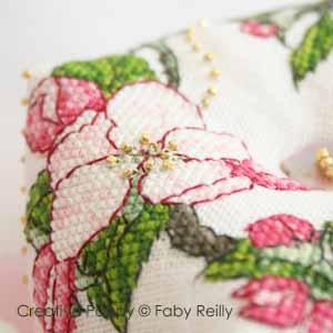 Faby Reilly - Biscornu fleurs de pommier (grille point de croix)