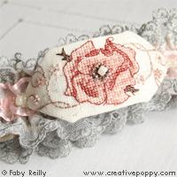 Jarretière Rose sépia - grille point de croix - création Faby Reilly