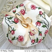 Biscornu Sweet roses, coussin alliances - grille point de croix - création Faby Reilly