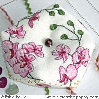 Biscornu Orchidée prune - grille point de croix - création Faby Reilly