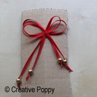 Ruban décoration Noël avec double noeud et embouts perles - étape 2c