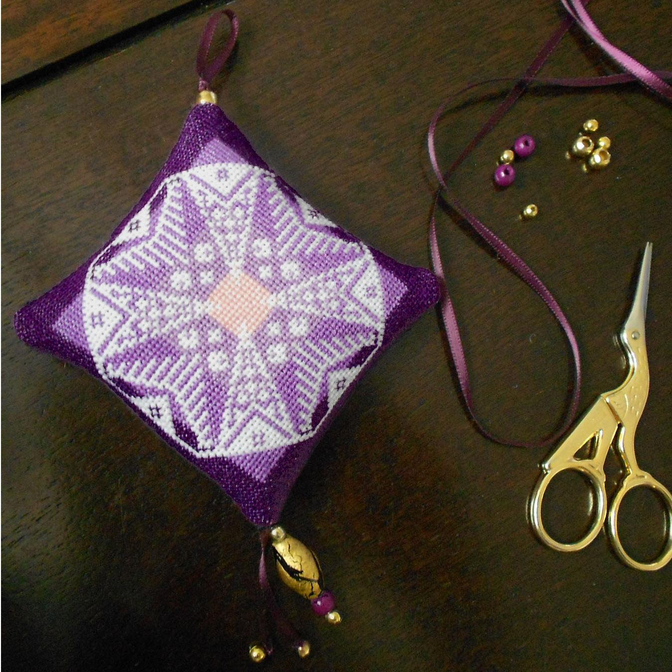 Finition façon bijoux pour vos ornements brodés