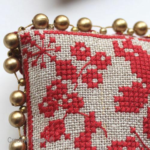 un galon avec des perles pour la finition de vos décorations de Noël brodées