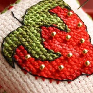 Modèles à broder sur le thème des fraises