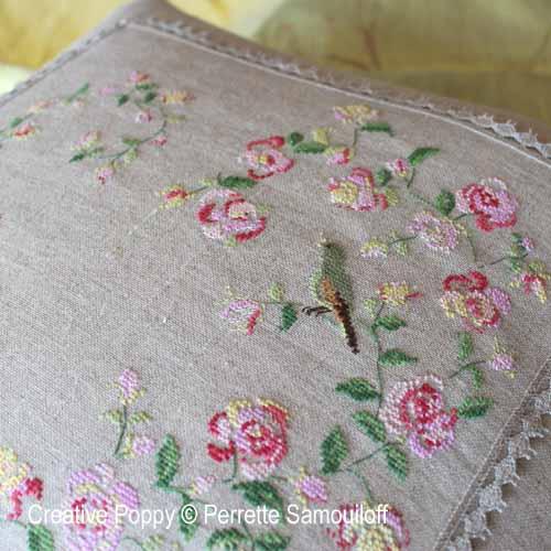 Coeur de roses à l'oiseau broderie point de croix, création Perrette Samouiloff, zoom1