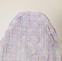 Couper l'exédent de tissu.