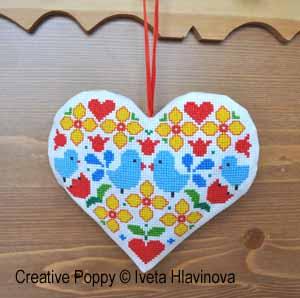 Petit coeur aux oiseaux bleus, broderie point de croix, création Iveta Hlavinova
