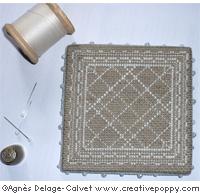 Pinkeep dentelle avec monogrammes, grille de broderie, création Agnès Delage-Calvet, zoom 1