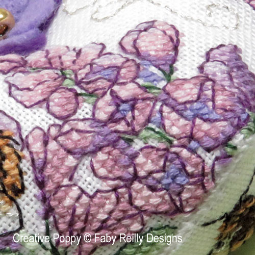 Biscornu au lilas, grille de broderie, création Faby Reilly