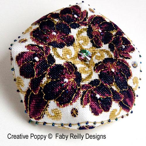Biscornu Tulipe noire, grille de broderie, création Faby Reilly
