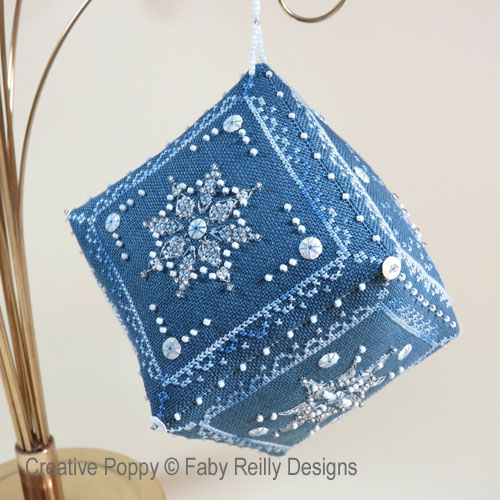 Ornement Cube - Let it Snow, grille de broderie, création Faby Reilly
