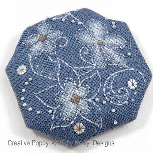 Pochette Flora, grille de broderie, création Faby Reilly