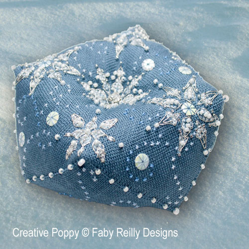 Faby Reilly - Biscornu Let it snow (grille de broderie point de croix)