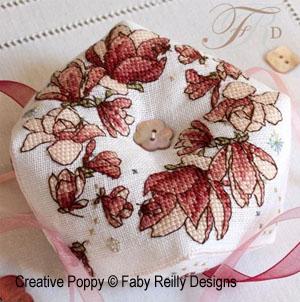 Faby Reilly - Biscornu couronne de magnolias (grille de broderie point de croix)