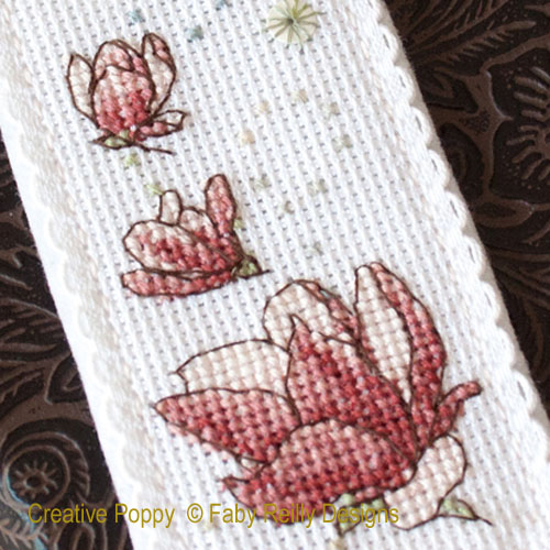 Marque-pages magnolia, grille de broderie, création Faby Reilly
