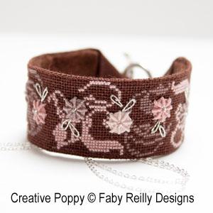 Bijoux brodés (bracelet et pendentif) Rose Chocolat, grille de broderie, création Faby Reilly