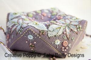 Faby Reilly - Biscornu Bouquet hivernal grilles (grille broderie point de croix)