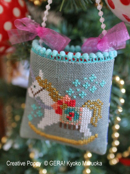 Gera! Kyoko Maruoka - Petits sachets-décorations de Noël (grille de broderie point de croix)
