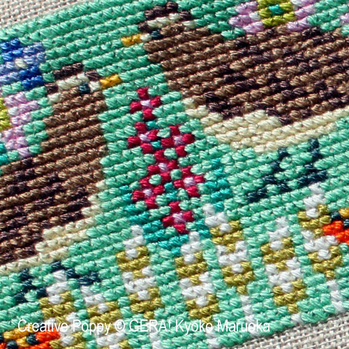 Petits motifs à fleurs N°2 broderie point de croix, création GERA! Kyoko Maruoka, zoom1