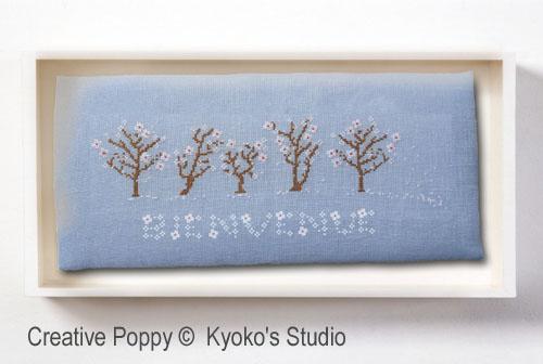 Bienvenue Printemps (Il neige de pétales de fleurs) broderie point de croix, création Kyoko's Studio, zoom1