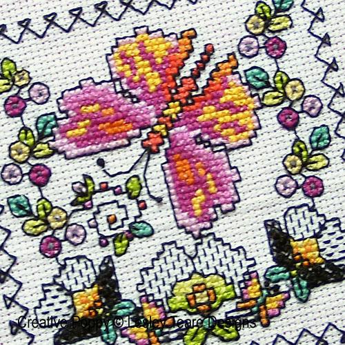 Petits motifs de Blackwork aux papillons broderie point de croix, création Lesley Teare, zoom2