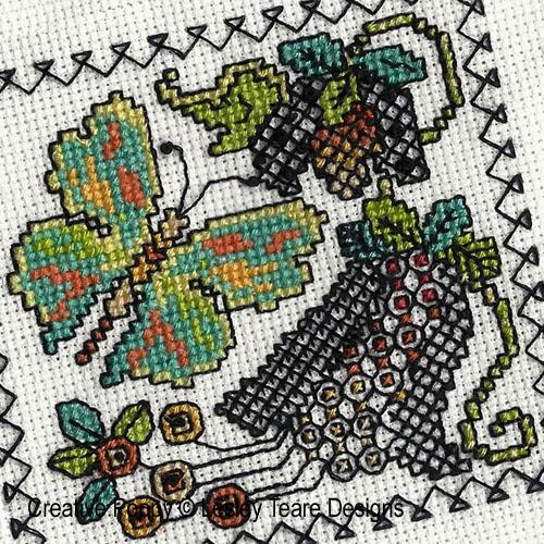Petits motifs de Blackwork aux papillons broderie point de croix, création Lesley Teare, zoom3