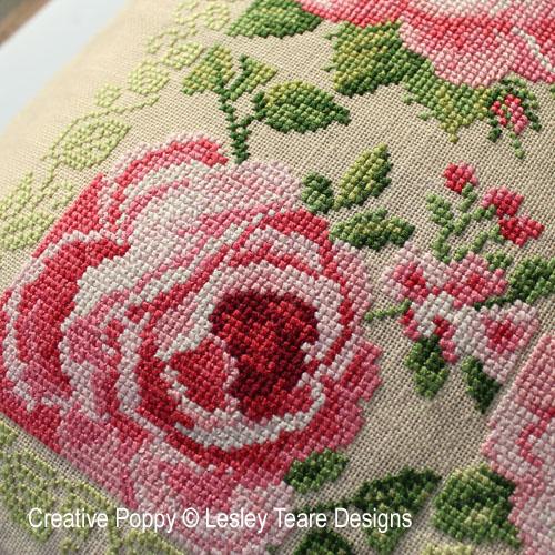 Carré de roses, grille de broderie, création Lesley Teare