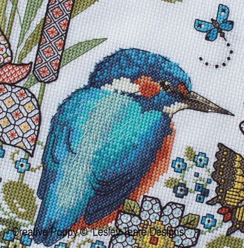 Lesley Teare - Iris et martin-pêcheur - Blackwork et couleur, zoom 1 (grille de broderie)