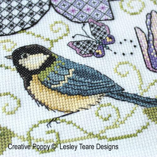 Lesley Teare - Clématite et mésange - Blackwork et couleur, zoom 1 (grille de broderie)