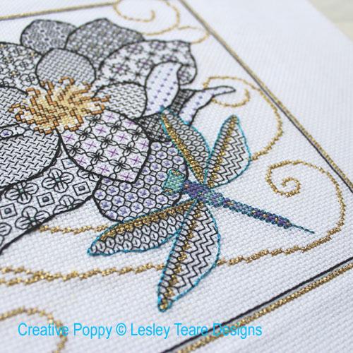 Libellule et papillon, grille de broderie, création Lesley Teare