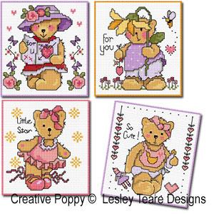 Cartes 4 motifs oursons - Fille, grille de broderie, création Lesley Teare