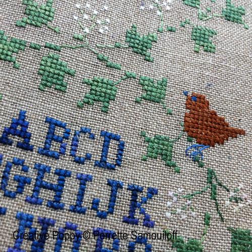 Bannière d'hiver aux baies bleues broderie point de croix, création Perrette Samouiloff, zoom3