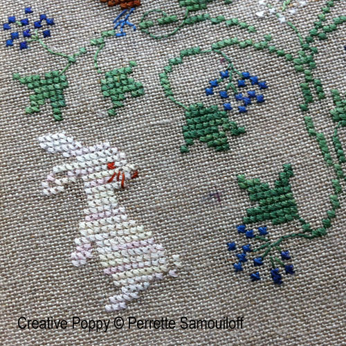 Bannière d'hiver aux baies bleues broderie point de croix, création Perrette Samouiloff, zoom1