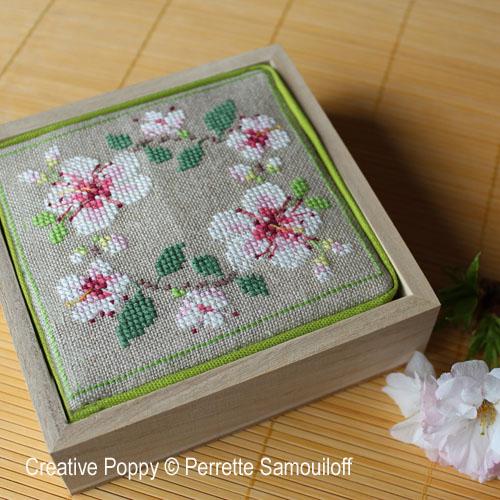 Motifs Fleurs de cerisier broderie point de croix, création Perrette Samouiloff, zoom1