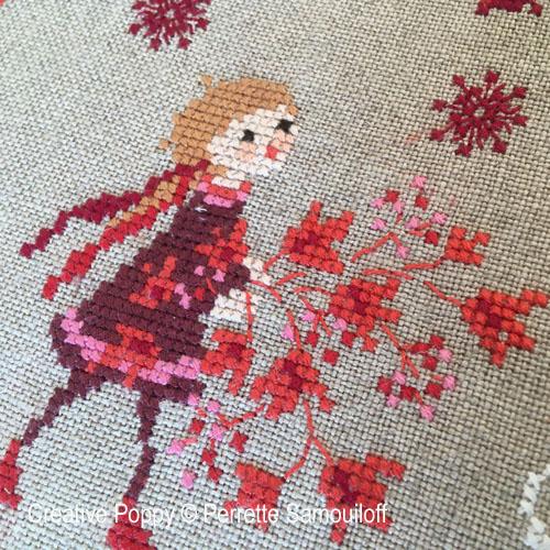 Couronne de Noël aux baies rouges, grille de broderie, création Perrette Samouiloff