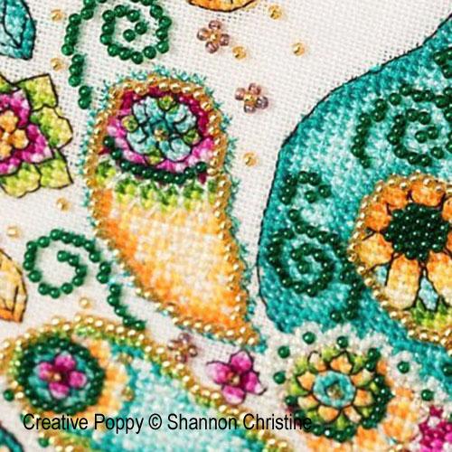 Paon motif cachemire (Paisley Peacock) broderie point de croix, création Shannon Christine Wasilieff, zoom1