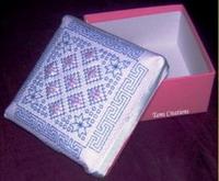 <b>Boites décoratives avec perles</b><br>modèle de Blackwork<br><b>Tam's Creations</b>