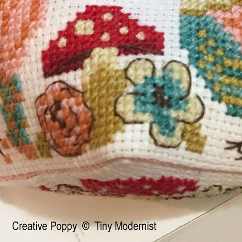 Biscornu aux champignons, Grille de point de croix création Tiny Modernist, zoom 1