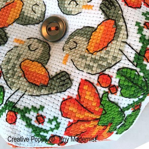 Biscornu aux dahlias, grille de broderie, création Tiny Modernist
