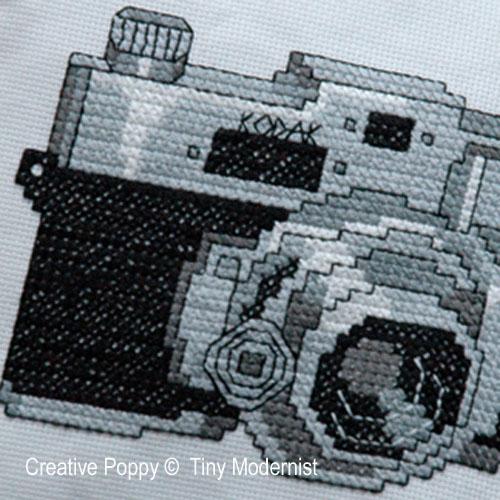 L'appareil photo vintage, grille de broderie, création Tiny Modernist